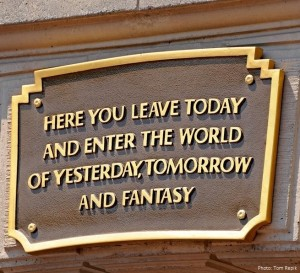 dis-fantasyland-sign